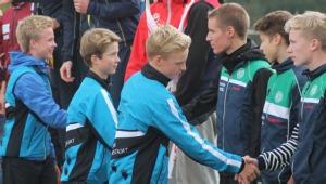 Tänä vuonna pojat Niklas Heikkilä, Arttu Lindqvist ja Pyry Mattilat kättelevät vielä parempiaan. Iän karttuessa taitaa vuoro kättelyssä vaihtua.